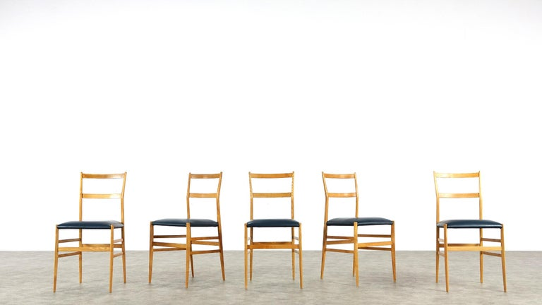 Gio Ponti Superleggera Set of Five Leather Dining Chairs Cassina, Italy, 1958 For Sale 9