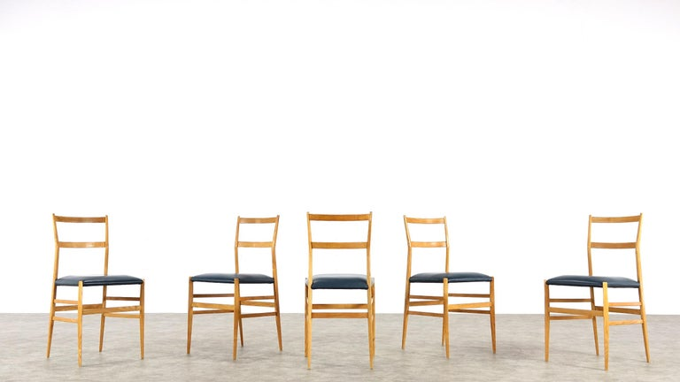 Gio Ponti Superleggera Set of Five Leather Dining Chairs Cassina, Italy, 1958 For Sale 11