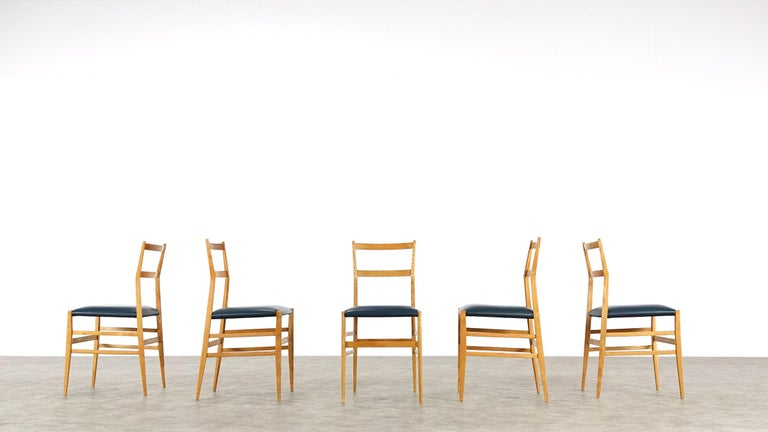 Gio Ponti Superleggera Set of Five Leather Dining Chairs Cassina, Italy, 1958 For Sale 4