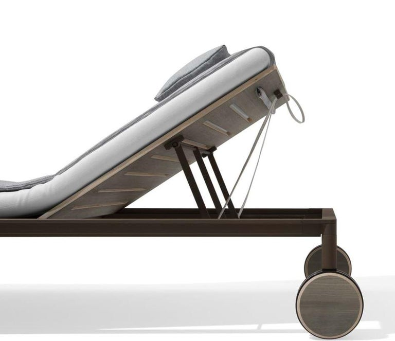 Modern Giorgetti Gea Beach Lounger Designed by Chi Wing Lo - Adjustable Chaise Lounge For Sale