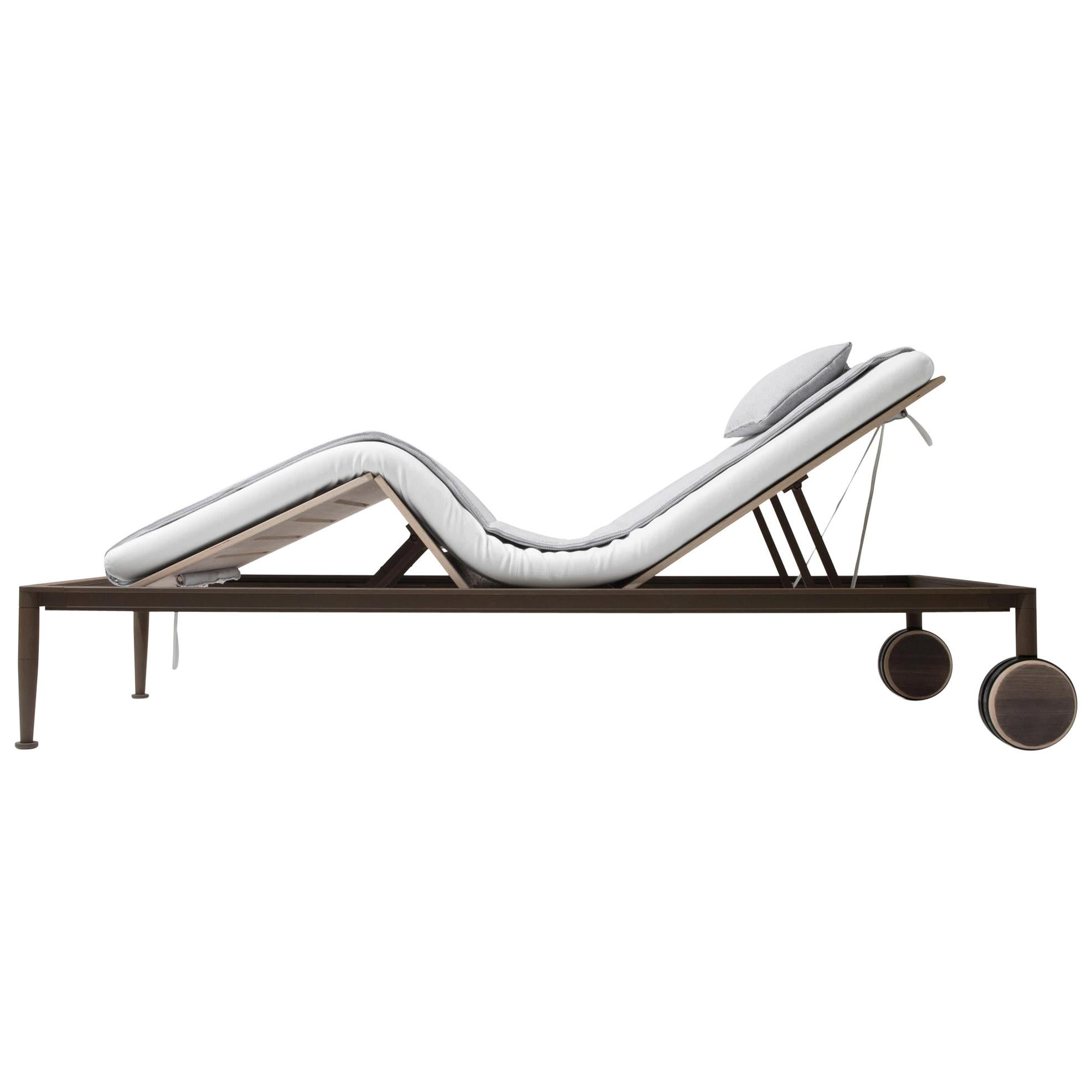 Giorgetti Gea Beach Lounger Designed by Chi Wing Lo - Adjustable Chaise Lounge
