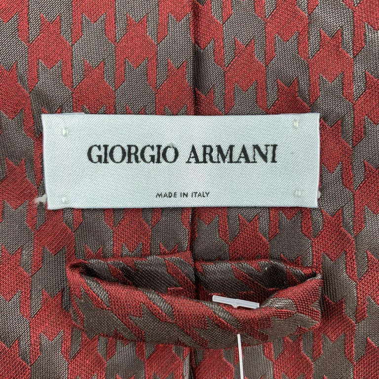 Men's GIORGIO ARMANI Burgundy & Charcoal Matte & Metallic Houndstooth Silk Blend Tie For Sale