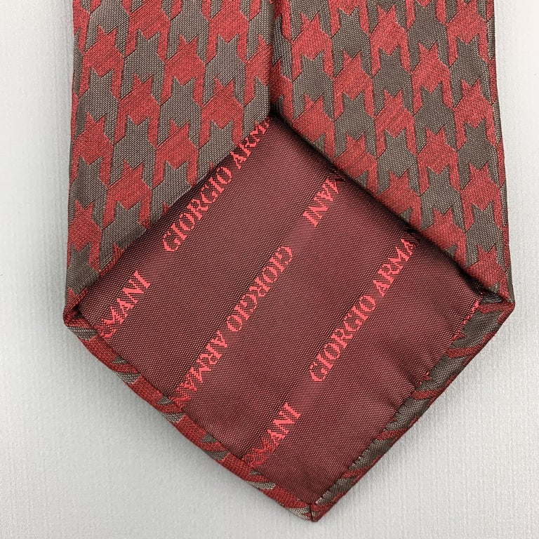 GIORGIO ARMANI Burgundy & Charcoal Matte & Metallic Houndstooth Silk Blend Tie For Sale 1