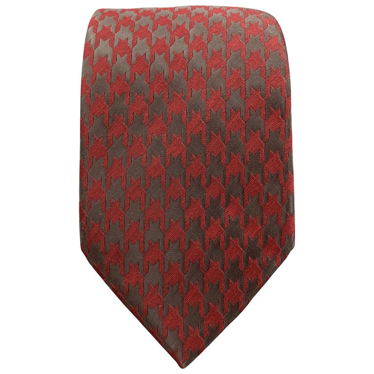 GIORGIO ARMANI Burgundy & Charcoal Matte & Metallic Houndstooth Silk Blend Tie For Sale