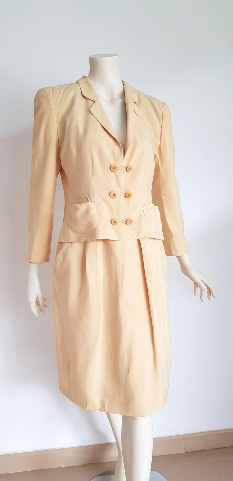 Giorgio ARMANI beige yellow tone jacket and skirt, silk, suit - Unworn, New  SIZE: equivalent to about Small / Medium, please review approx measurements as follows in cm.  JACKET: lenght 56, chest underarm to underarm 52, bust circumference 94,