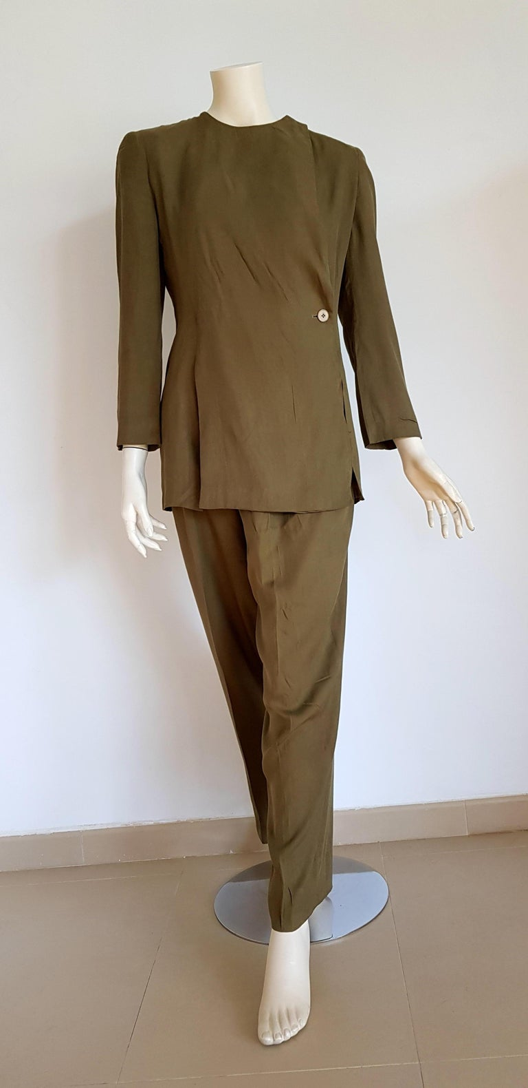 Giorgio ARMANI green silk with 1 button closed collar, trousers suit  - Unworn, New  SIZE: equivalent to about Small / Medium, please review approx measurements as follows in cm.  JACKET: lenght 75, chest underarm to underarm 50, bust circumference