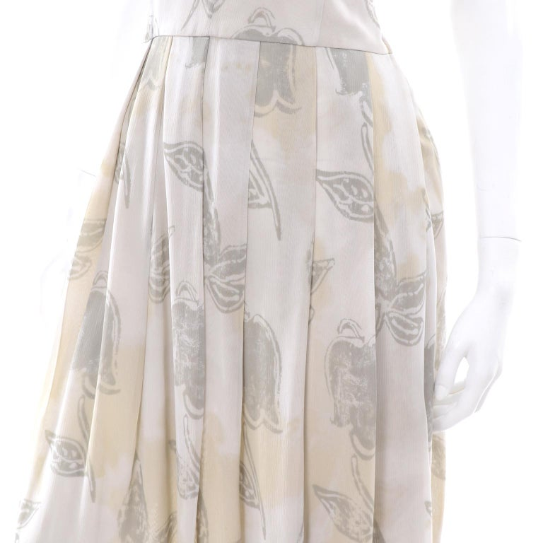 Giorgio Armani Vintage 1990s Cream Khaki Sage Green Leaf Print Summer Dress For Sale 5