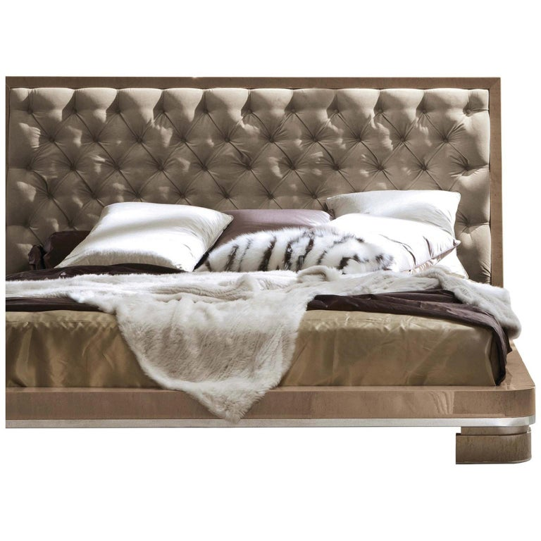King size bed in champagne bird's-eye maple veneer finished in high gloss polyester. Headboard upholstered in leather. Chrome stainless steel feet. Chrome stainless steel feet.  Orthopedic slat included   Measures: Width 86.50