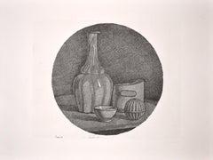 Grande Natura Morta Circolare con Bottiglia e Tre Oggetti - 1946