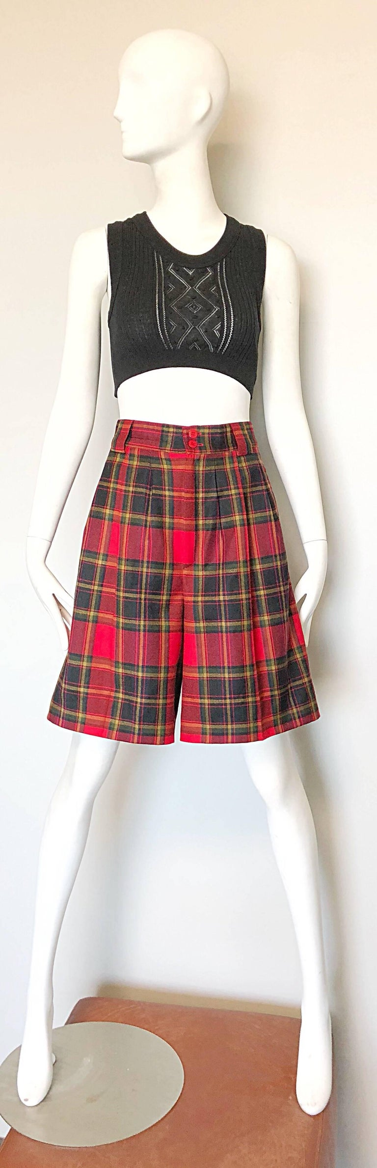 Chic 80s GIROGIO di SANT ANGELO red tartan plaid high waisted wide leg culottes / shorts! Features pleats at the waist, with zipper fly and double button closure. Pockets at each side of the waist and on the rear. Can easily be dressed up or down.