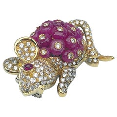 Giovane Italy 18 Karat Gold Mouse Brooch, 9.75 Carat Beaded Rubies and Diamonds