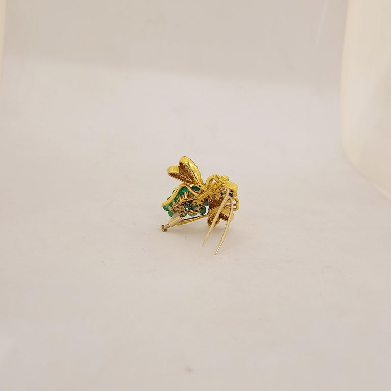 The house of Giovane has forged its name with exquisite jewelry made in one of Italy's oldest and most esteemed workshops. This adorable bee brooch is the perfect example of their whimsical /classical workmanship. The 18 karat yellow gold bee is set