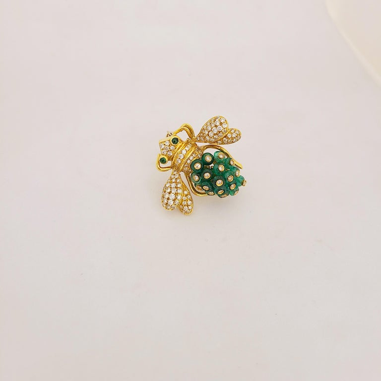 Bead Giovane Italy 18KT Gold, 4.27 Carat Emeralds and 1.53 Carat Diamond Bee Brooch For Sale