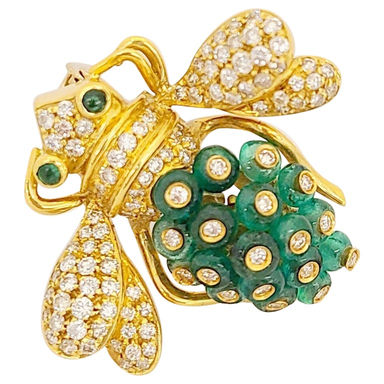 Giovane Italy 18KT Gold, 4.27 Carat Emeralds and 1.53 Carat Diamond Bee Brooch For Sale