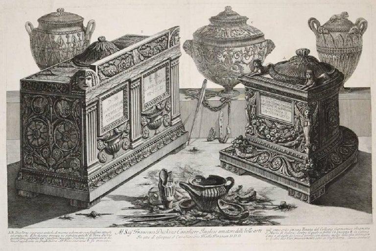 Antiche urne cinerarie e lampade