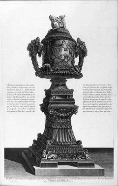Veduta in Prospettiva d'un Antico Vaso Cinerario di Marmo