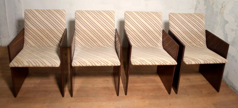 These vintage chairs of the 1970s were designed by Giovanni Offredi for Saporiti Italia, and are made of maple briar, the covering is in Missoni fabric.