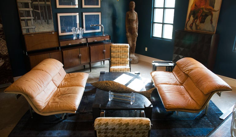 Giovanni Offredi's leather sofa sports an architectural brushed steel frame and