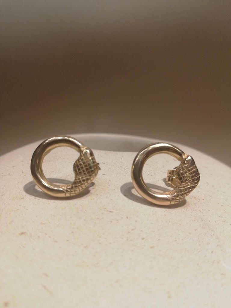 Contemporary Giulia Barela Jewelry Uroboro Small Earrings 18 Karat Gold For Sale