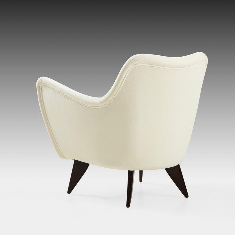 Giulia Veronesi for ISA Bergamo 'Perla' Armchairs in Ivory Velvet, Italy, 1950s For Sale 1