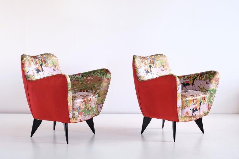 Mid-Century Modern Giulia Veronesi Pair of Perla Armchairs in Chinoiserie Fabric, ISA Bergamo, 1952 For Sale