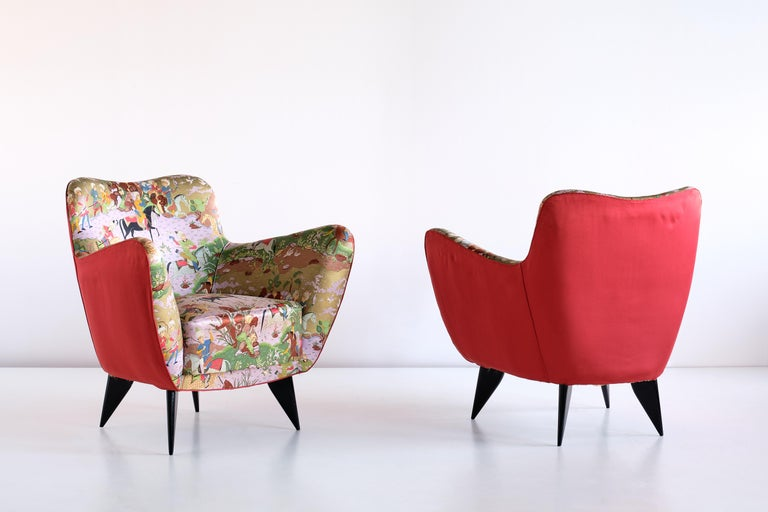 Italian Giulia Veronesi Pair of Perla Armchairs in Chinoiserie Fabric, ISA Bergamo, 1952 For Sale