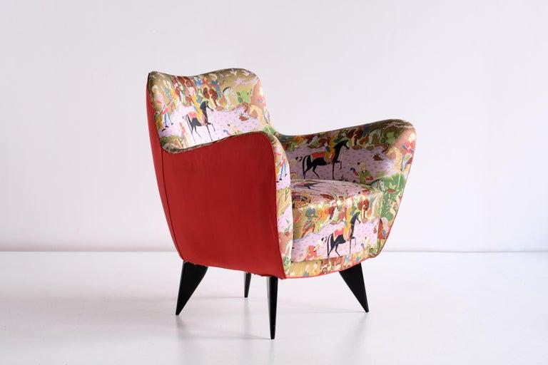 Giulia Veronesi Pair of Perla Armchairs in Chinoiserie Fabric, ISA Bergamo, 1952 For Sale 2