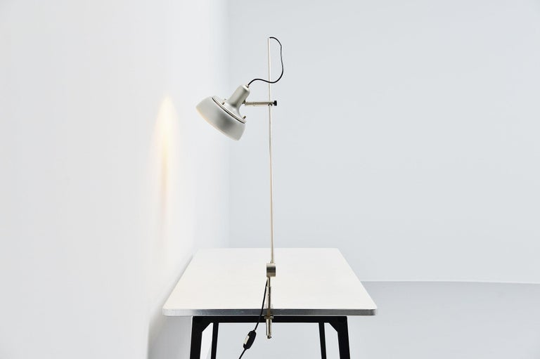 Giuseppe Ostuni 292-R Desk Clamp Lamp Italy 1950 In Good Condition For Sale In Roosendaal, Noord Brabant