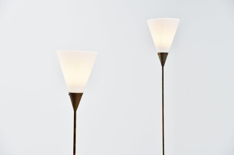 Stunning Minimalist adjustable floor lamp model 339 designed by Giuseppe Ostuni and manufactured by Oluce, Italy 1950. The floor lamp has a round Carrara marble base and a brass extendable stem. The shade is made of white perspex with brass closing