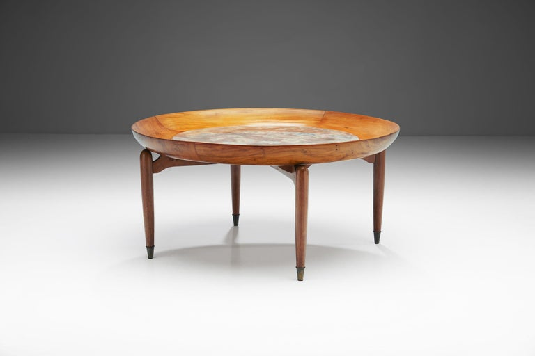 Giuseppe Scapinelli Round Coffee Table in Caviuna Wood and Marble, Brazil, 1960s In Good Condition For Sale In Utrecht, NL