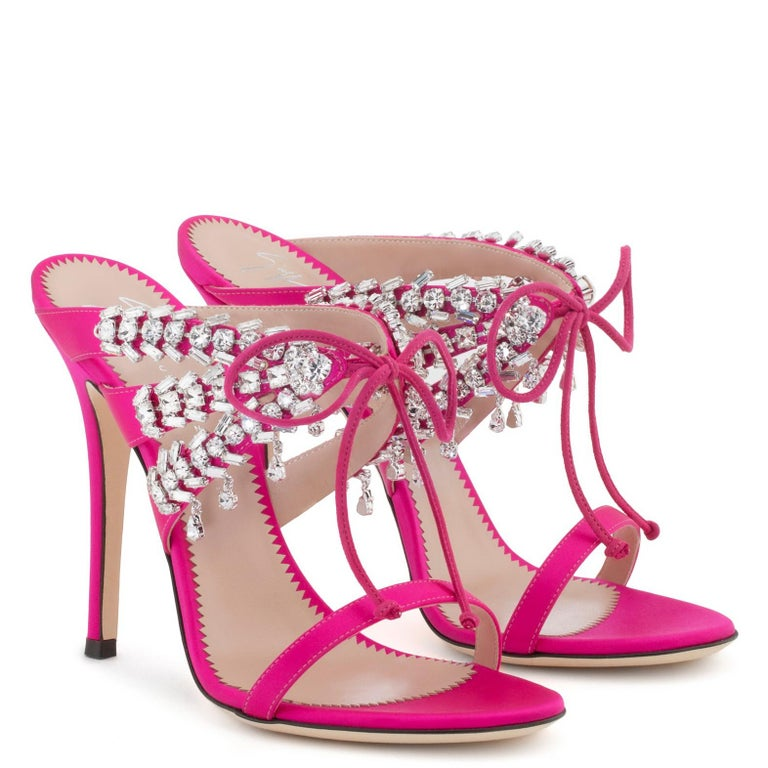 Giuseppe Zanotti NEW Pink Crystal Slide in Mules Sandals Heels in Box In New Condition For Sale In Chicago, IL