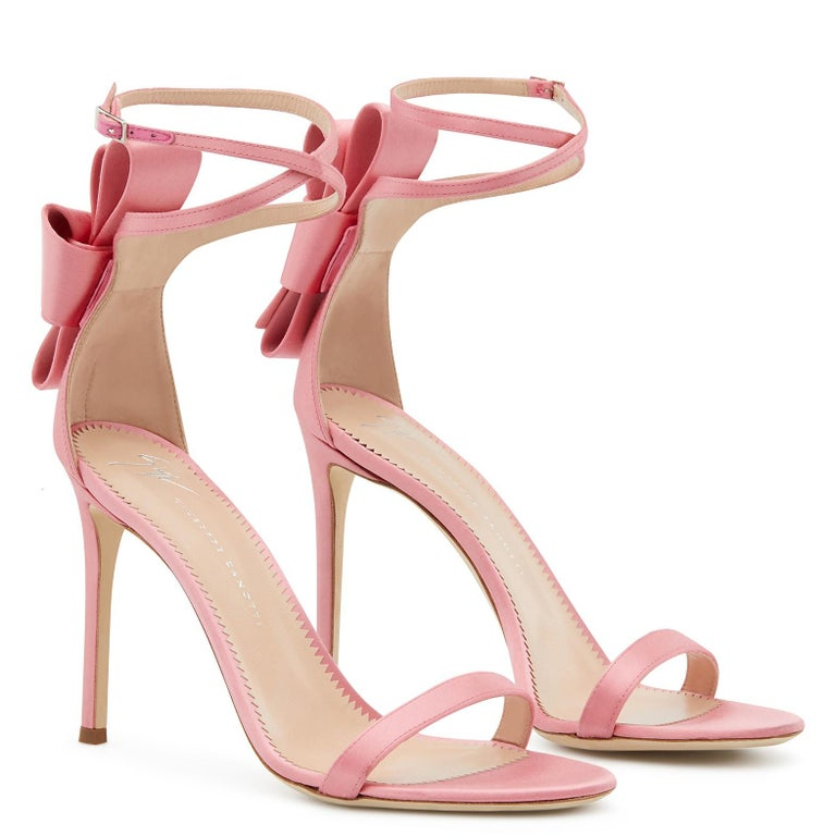 Giuseppe Zanotti NEW Pink Satin Bow Flower Evening Sandals Heels in Box In New Condition For Sale In Chicago, IL
