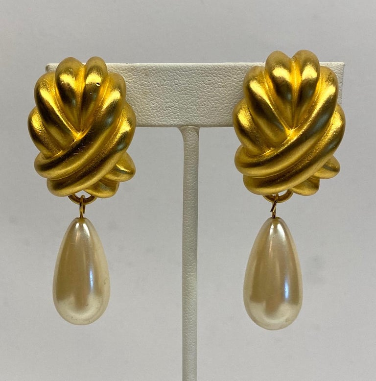 Givenchy 1980s Satin Gold & Pearl Pendant Earrings In Good Condition In New York, NY
