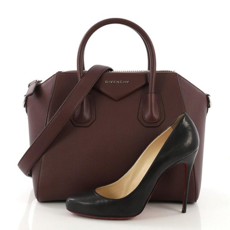 0a242cbde4 This Givenchy Antigona Bag Leather Small, crafted from burgundy leather,  features dual top handles
