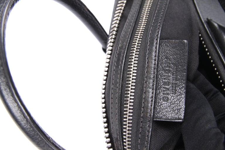 Givenchy Antigona Structured Bag Medium - black    7