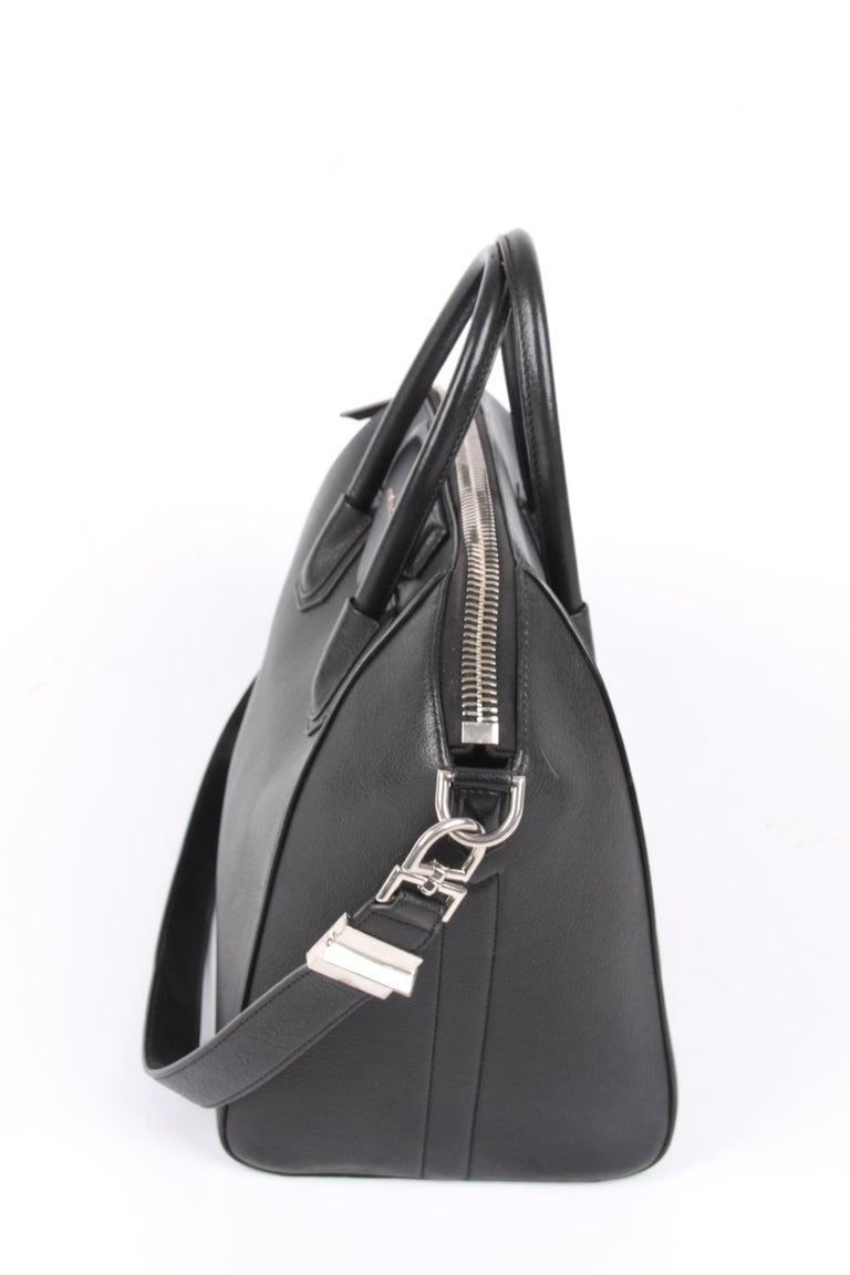 Black   Givenchy Antigona Structured Bag Medium - black