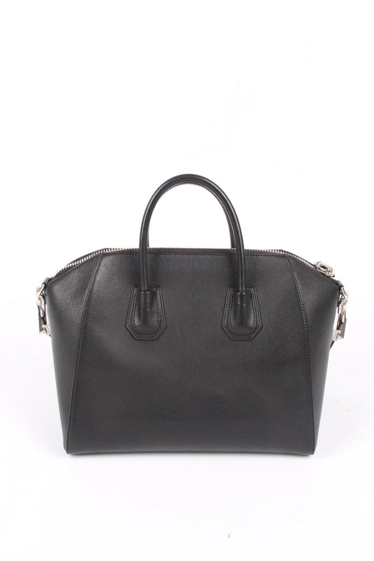 Givenchy Antigona Structured Bag Medium - black    In Good Condition In Baarn, NL