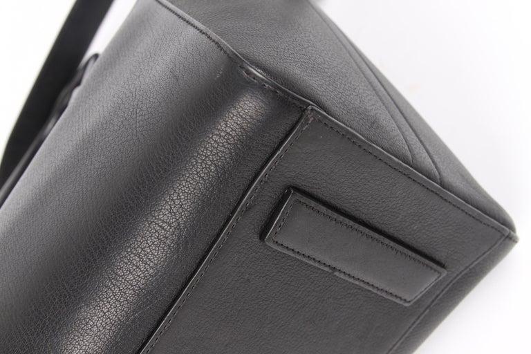 Givenchy Antigona Structured Bag Medium - black    2