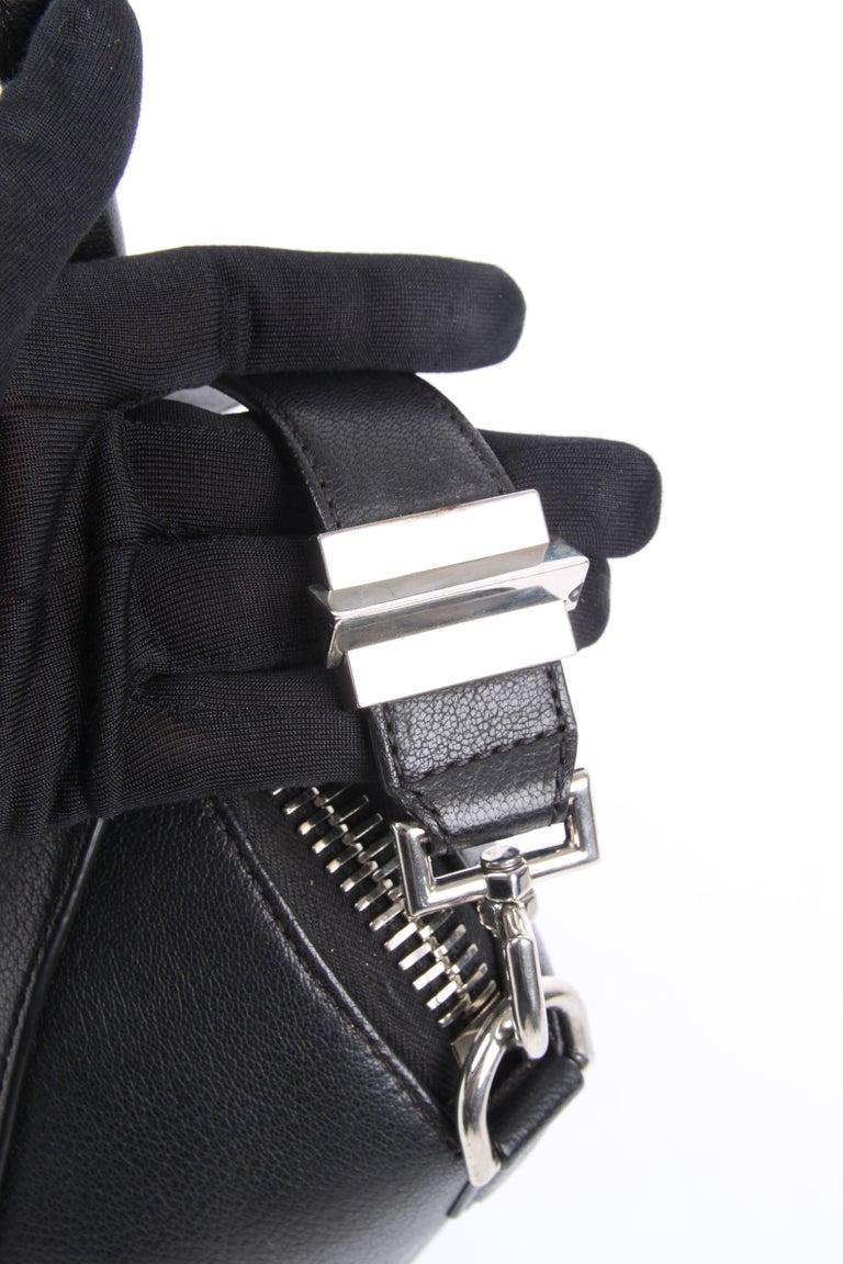 Givenchy Antigona Structured Bag Medium - black    3