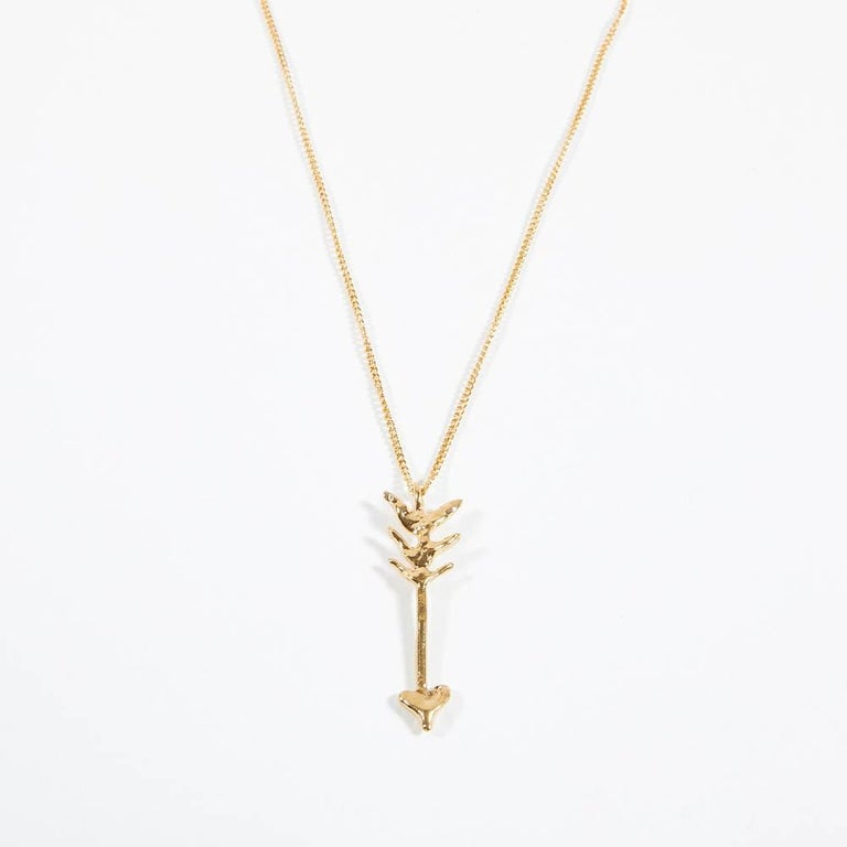 New in its original box, this arrow is designed by Givenchy and made of gilt metal. The chain mesures 44 cm and the arrow 5 cm. In perfect condition
