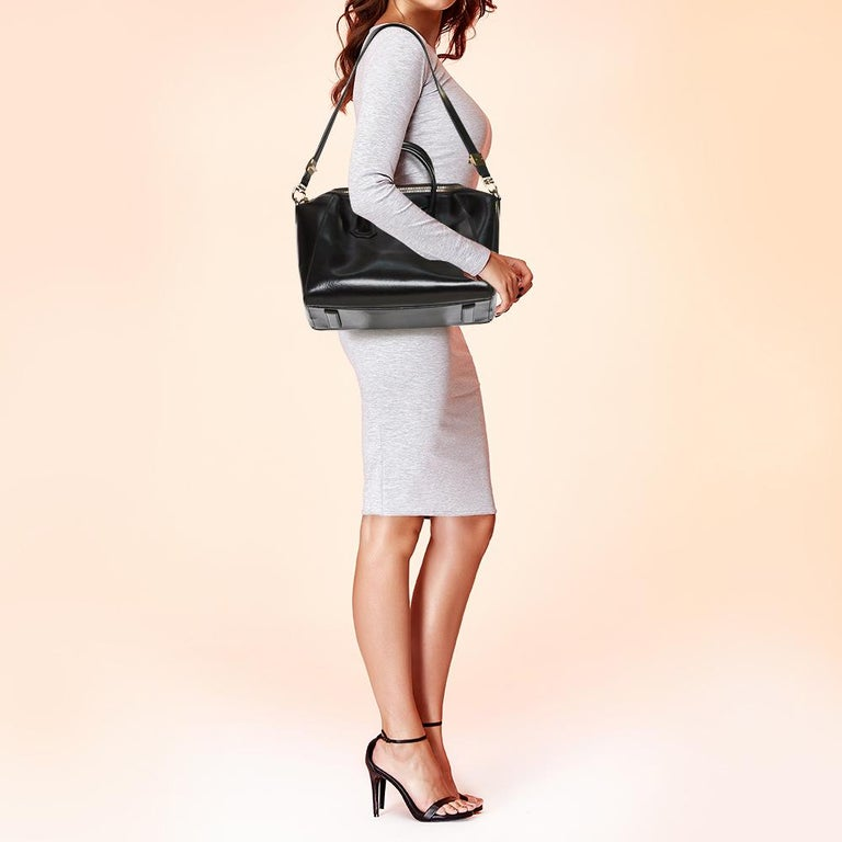 Givenchy Black Leather Medium Antigona Satchel In Good Condition In Dubai, Al Qouz 2