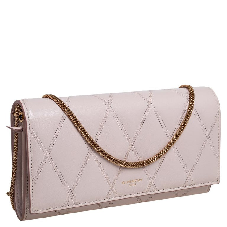 Givenchy Pale Pink Leather GV3 Wallet On Chain In Good Condition For Sale In Dubai, Al Qouz 2