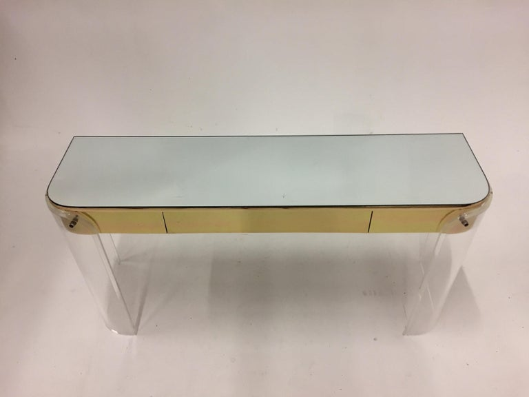 Glamorous Mid-Century Modern Curved Lucite and Metal Vanity Console For Sale 5