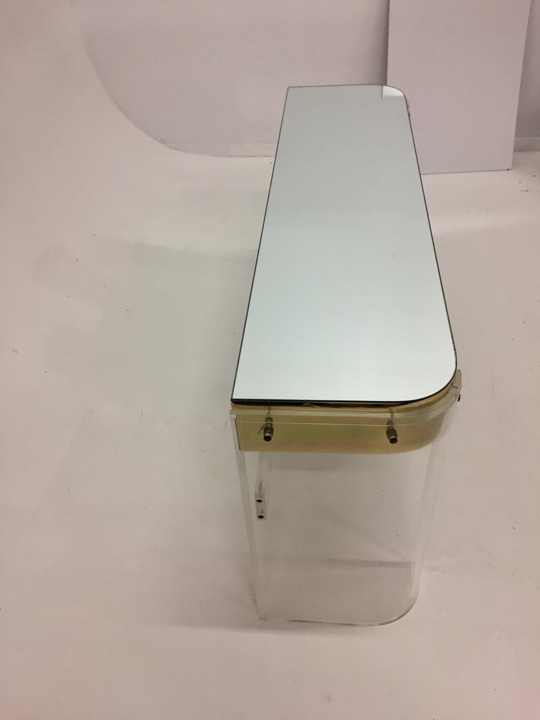 Glamorous Mid-Century Modern Curved Lucite and Metal Vanity Console For Sale 4