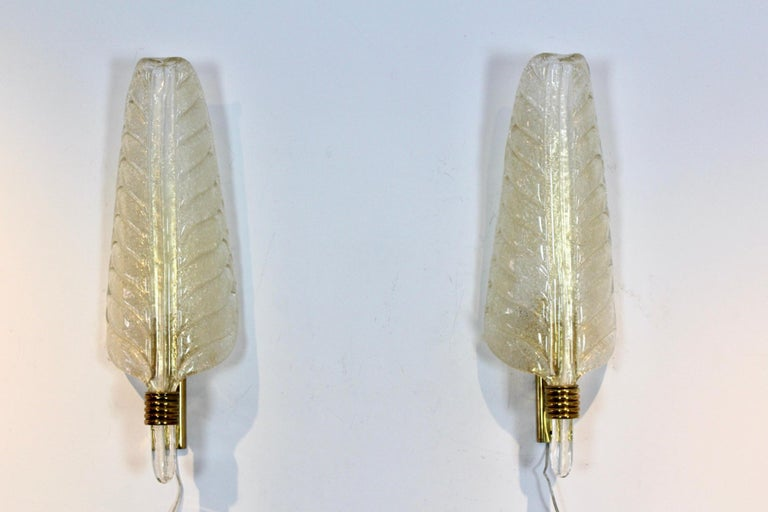 Glamorous Pair of Xl Murano 24kt Gold Flaked Glass Leaf Sconces, Barovier & Toso For Sale 4