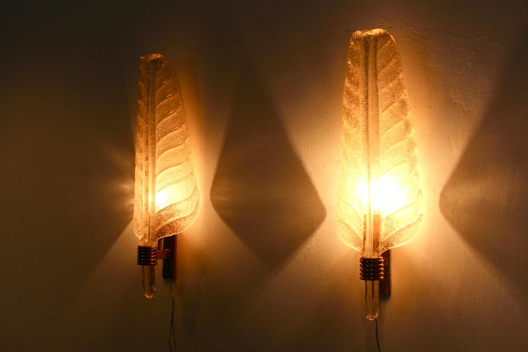 Mid-Century Modern Glamorous Pair of Xl Murano 24kt Gold Flaked Glass Leaf Sconces, Barovier & Toso For Sale