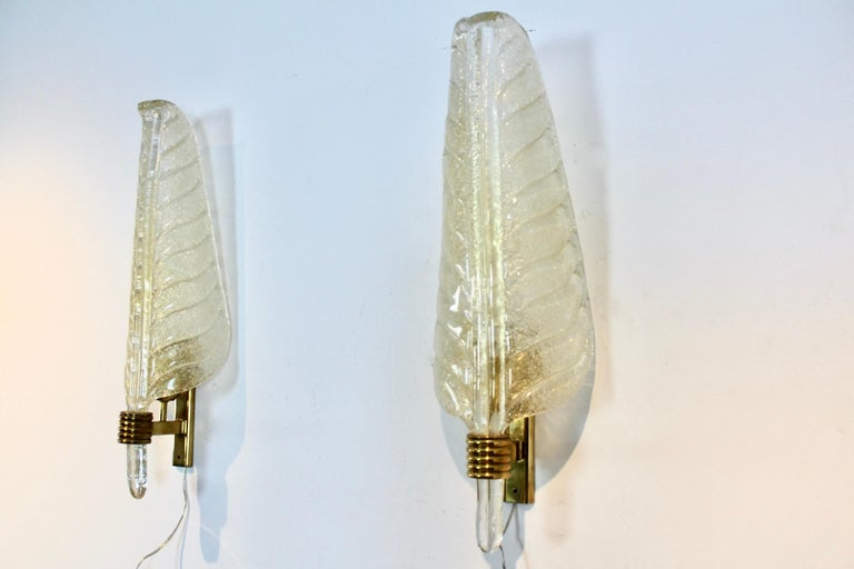 Italian Glamorous Pair of Xl Murano 24kt Gold Flaked Glass Leaf Sconces, Barovier & Toso For Sale