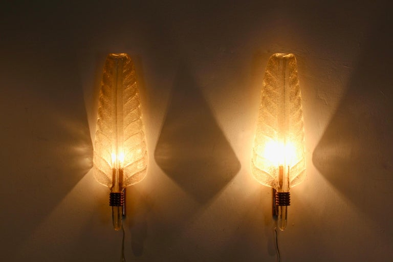 Glamorous Pair of Xl Murano 24kt Gold Flaked Glass Leaf Sconces, Barovier & Toso In Good Condition For Sale In Voorburg, NL
