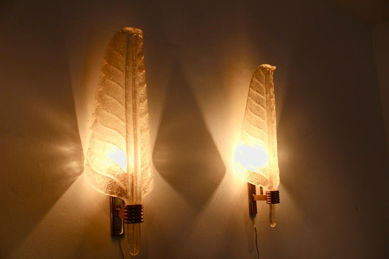 20th Century Glamorous Pair of Xl Murano 24kt Gold Flaked Glass Leaf Sconces, Barovier & Toso For Sale