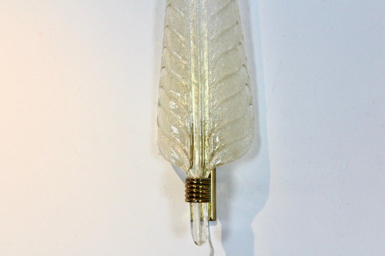Brass Glamorous Pair of Xl Murano 24kt Gold Flaked Glass Leaf Sconces, Barovier & Toso For Sale